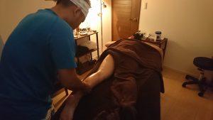 脚のアロママッサージの練習